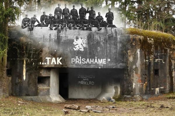 Fort K-S 35 Nad Lesem - na szczycie widać żołnierzy czechosłowackich (fot. Roman Kubeček)