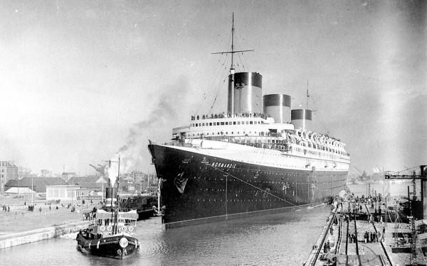 Największy konkurent brytyjski liniowców - francuski transatlantyk SS Normandie