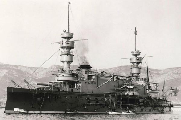 Francuski pre-dreadnought Magenta zwodowany w 1890 roku i wprowadzony do służby w 1893 roku. Zezłomowano go w 1910 roku. Okręt miał 99 m długości i wyporność 10 500 ton. Uzbrojony był w 4 armaty kalibru 340 mm i 17 armat kalibru 138 mm.