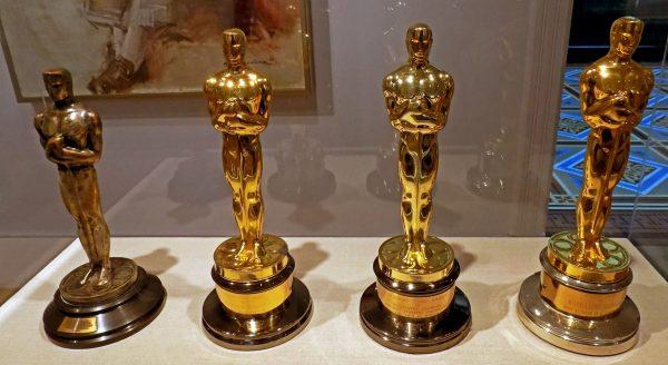 Statuetki Oscarów z różnych lat (fot. publicdomainpictures.net)