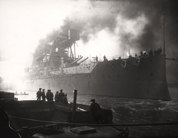 Brytyjski dreadnought HMS Superb zwodowany w listopadzie 1907 roku i wprowadzony do służby w maju 1909 roku. Okręt powstał na bazie takiego samego projektu jak HMS Dreadnought, ale wprowadzono kilka drobniejszych zmian w w wyposażeniu.