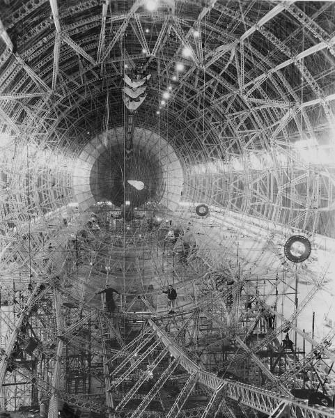 Szkielet USS Macon w trakcie budowy