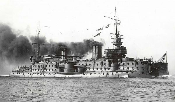 Francuski pre-dreadnought Carnot zwodowany w 1894 roku i wprowadzony do służby w 1897 roku. Okręt zezłomowano w 1922 roku. Pancernik miał 114 m długości i wyporność 12 000 ton. Uzbrojony był w 2 armaty kalibru 305 mm, 2 kalibru 274 mm i 8 kalibru 138 mm.