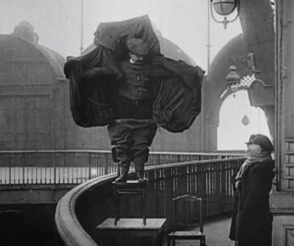 Franz Reichelt chwilę przed skokiem