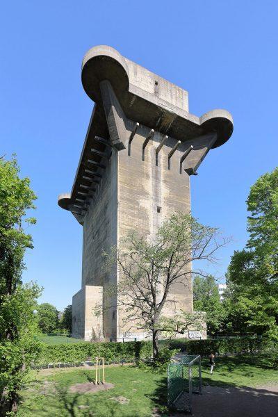 Wieża przeciwlotnicza w Wiedniu (fot. Bwag/Wikimedia Commons)