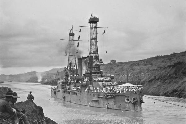 Amerykański pre-dreadnought USS Ohio zwodowany w 1901 roku i wprowadzony do eksploatacji w 1904 roku. Zezłomowano go w 1922 roku. Pancernik miał 120 m długości i wyporność 12 700 ton. Okręt uzbrojony był w 4 działa kalibru 305 mm, 16 kalibru 152 mm, 6 kalibru 76 mm i kilka mniejszych armat.