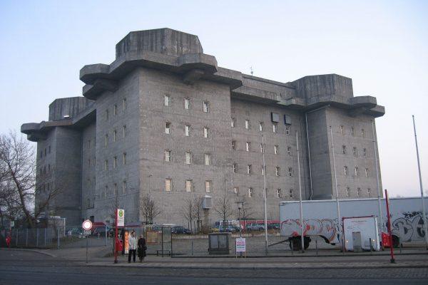 Wieża przeciwlotnicza w Hamburgu (fot. Wikimedia Commons)