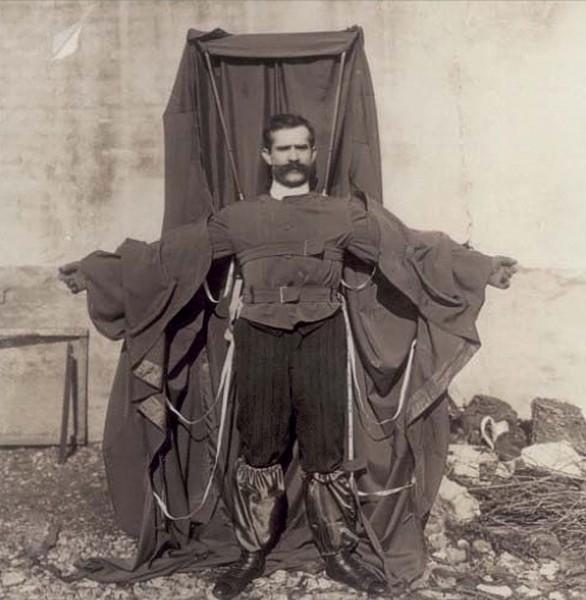 Franz Reichelt prezentuje swój płaszczo-spadochron