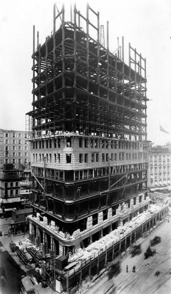 Flatiron Building w czasie budowy - widok od tyłu