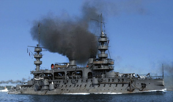 Francuski pre-dreadnought Charles Martel zwodowany w 1893 roku i wprowadzony do służby w 1897 roku. Okręt miał 115 m długości i wyporność 11 640 ton. Uzbrojony był w 2 armaty kalibru 305 mm, 2 kalibru 274 mm i 8 kalibru 138 mm. Zezłomowano go w 1922 roku.