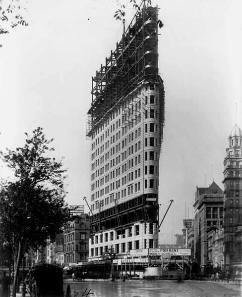Flatiron Building w czasie budowy