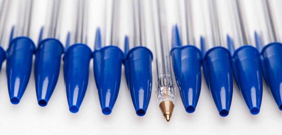 Dlaczego w zatyczce długopisów jest otwór?