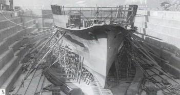 Japoński lotniskowiec Ryujo w trakcie budowy - zdjęcie