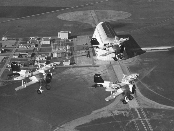 Trzy Curtiss F9C Sparrowhawk z grupy bojowej sterowców USS Akron i USS Macon