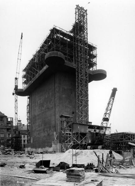 Budowa wieży przeciwlotniczej w Wiedniu
