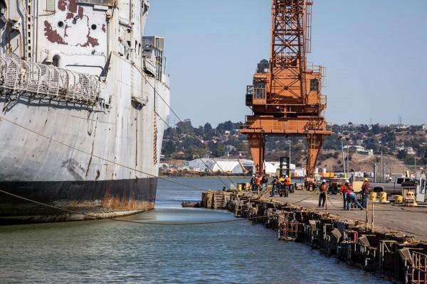 USS Mount Hood w 2013 roku (fot. Amy Heiden)