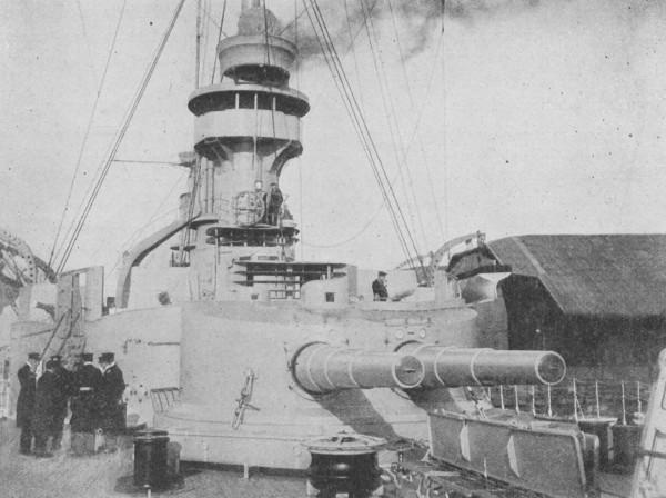 Widok na dziobową wieżę artylerii głównej krążownika SMS Scharnhorst