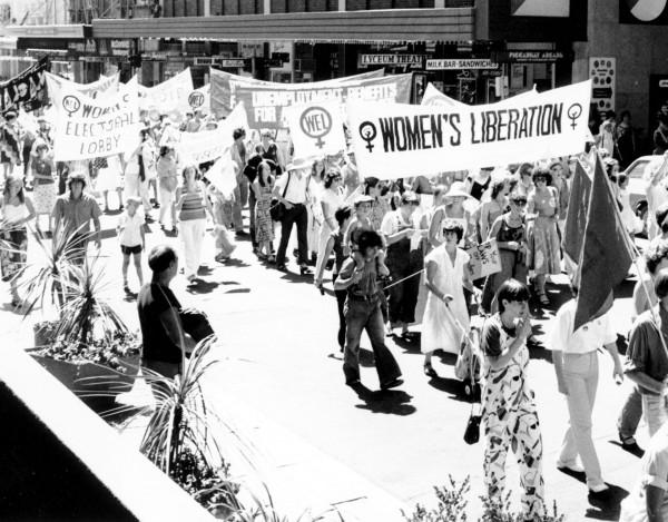 Marsz z okazji Międzynarodowego Dnia Kobiet prawdopodobnie w latach 60-tych