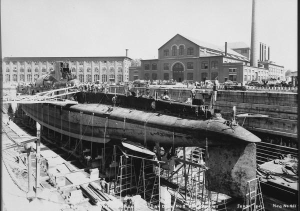 Surcouf w Portsmouth w 1941 roku