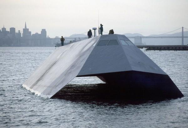 Sea Shadow w San Francisco - 18 marca 1999 roku (fot. US Navy)