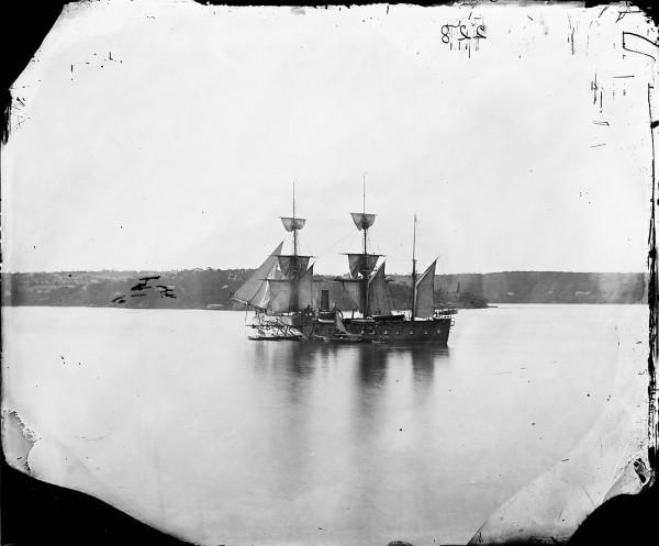Francuska korweta pancerna Atalante w Sydney w sierpniu 1873 roku (fot. Henry Merlin Beaufoy/State Library NSW)