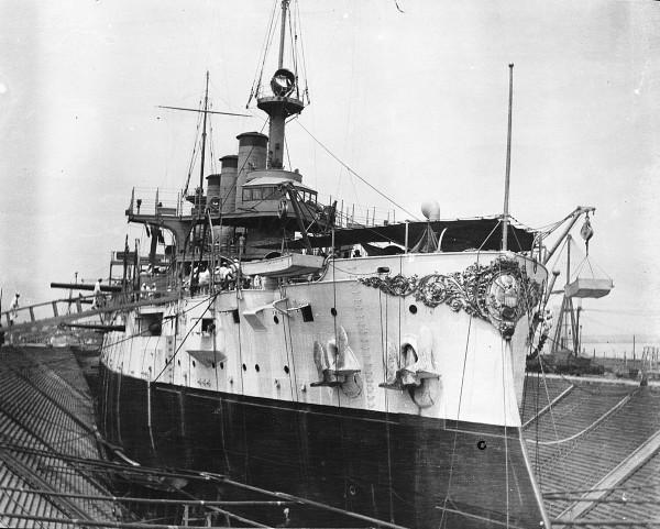 USS Connecticut w suchym doku