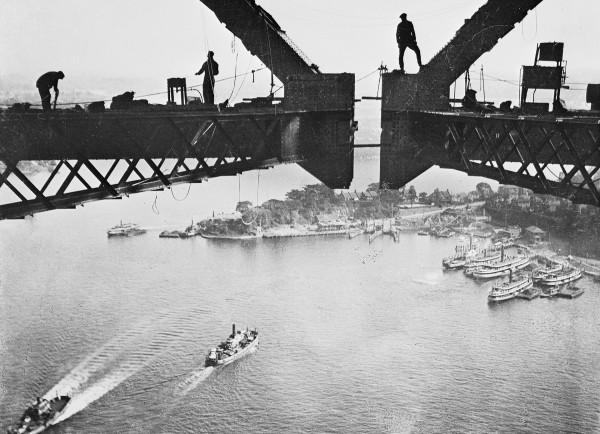 Przygotowania do połączenia przęsła mostu Sydney Harbour Bridge