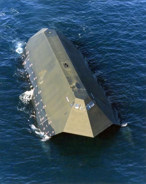 Sea Shadow w trakcie prób - 11 kwietnia 1993 roku (fot. US Navy)