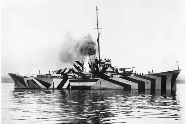 HMS Kildwick w kamuflażu rozpraszającym