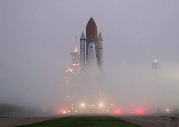 Prom kosmiczny Atlantis w drodze na stanowisko startowe w 2006 roku (fot. Rod Ostoski)
