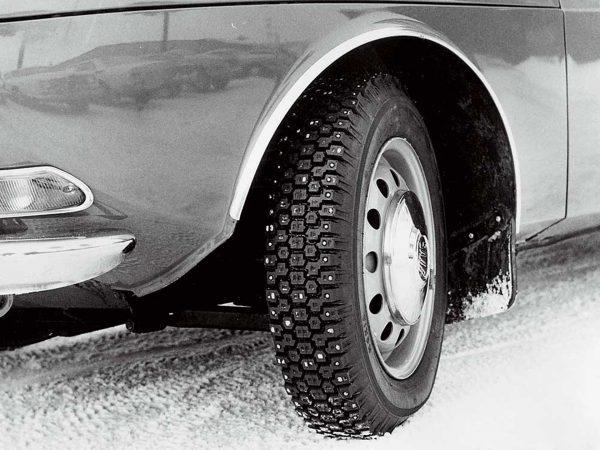 Opona zimowa Nokian Hakkapeliitta z lat 60.