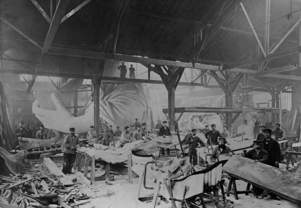 Statua Wolności w trakcie budowy w Paryżu w 1882 roku (fot. English Heritage/Heritage Images)