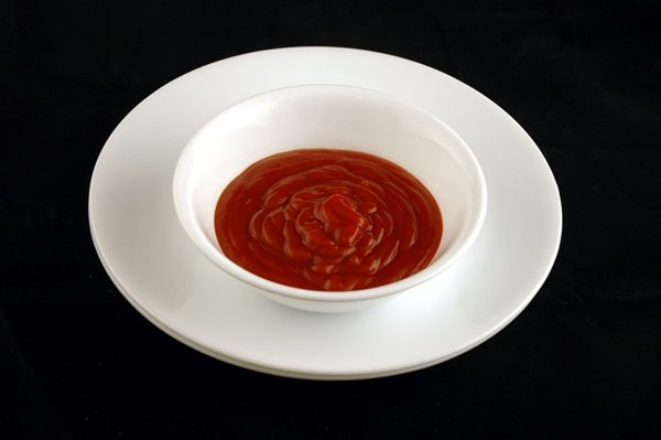 226 g ketchupu = 200 kalorii