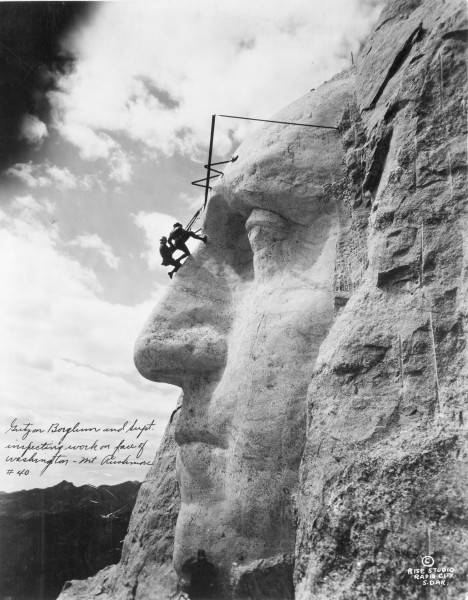 Mount Rushmore - 31 maja 1932 roku (fot. Library of Congress)