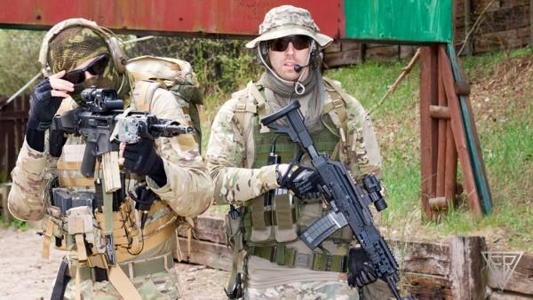 Żołnierze z karabinkami MSBS i wz. 96 Beryl (fot. Fabryka Broni Łucznik)