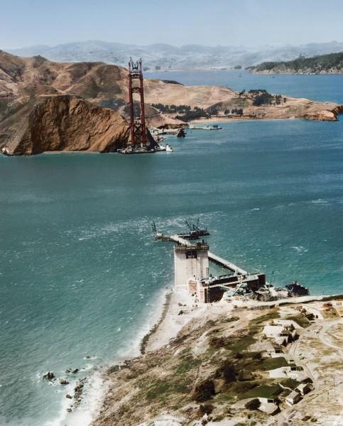 Most Golden Gate w trakcie budowy w 1934 roku (fot. Jordan J. Lloyd/www.dynamichrome.com)