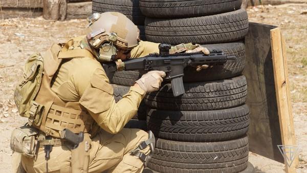 Żołnierz z karabinkiem MSBS (fot. Fabryka Broni Łucznik)