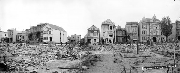 Ruiny domów na South Van Ness Avenue 9 maja 1906 roku