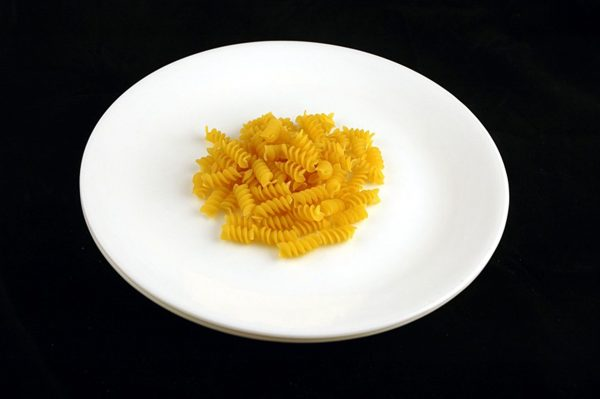 56 g nieugotowanego makaronu = 200 kalorii