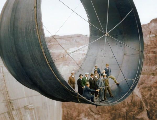 """""""Przejażdżka"""" fragmentem śluzy służącej do spuszczania wody z Jeziora Mead (fot. Jordan J. Lloyd/www.dynamichrome.com)"""