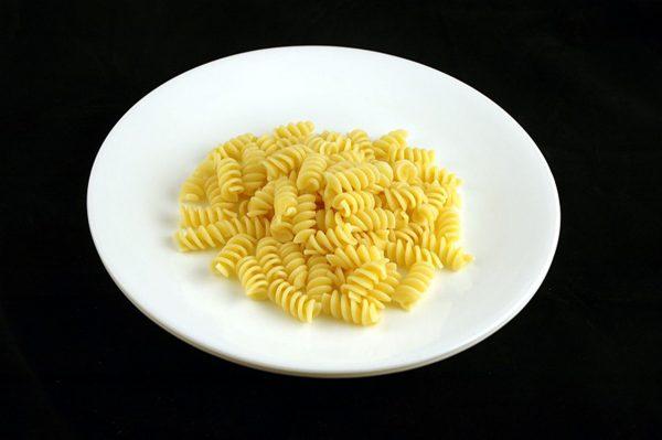 145 g ugotowanego makaronu = 200 kalorii