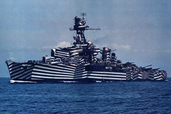 Francuski krążownik Gloire (prawdopodobnie) w kamuflażu rozpraszającym