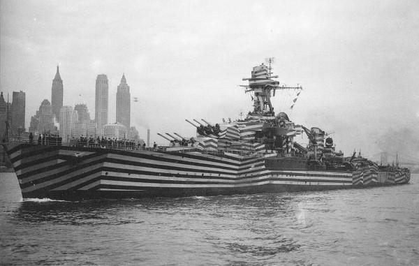 Francuski krążownik Gloire w kamuflażu rozpraszającym