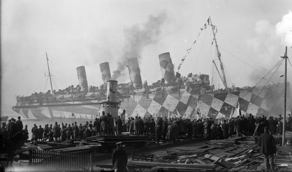 RMS Mauretania w kamuflażu rozpraszającym