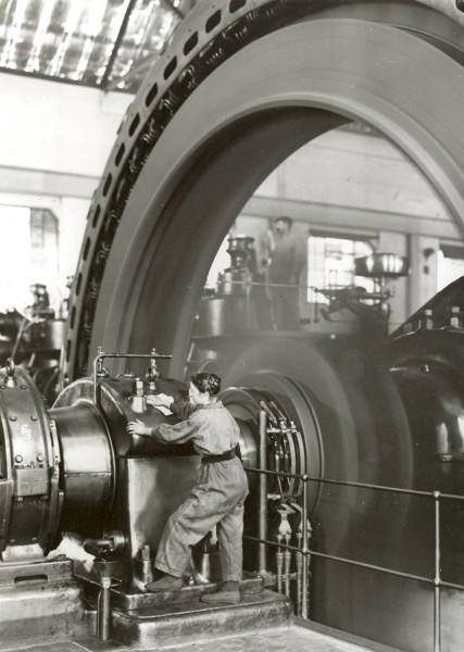 Kobieta pracująca w zakładach BASF w 1917 roku (fot. BASF)