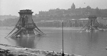 Zniszczony Most Łańcuchowy w Budapeszcie - zdjęcie