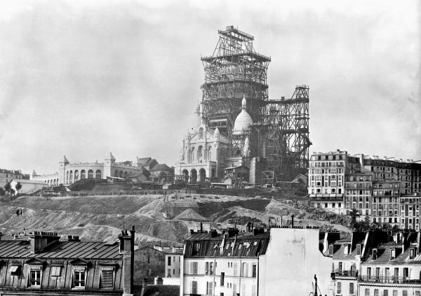 Sacre-Coeur w Paryżu w latach 80-tych XIX wieku (fot. Keystone-France/Gamma-Keystone)