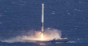 Udane lądowanie rakiety SpaceX Falcon 9 na morzu
