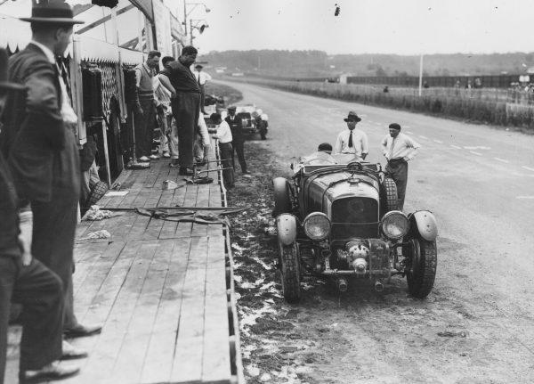 Brytyjskie Bentleye na pierwszym wyścigu 24h Le Mans(fot. Fox Photos/Getty Images)