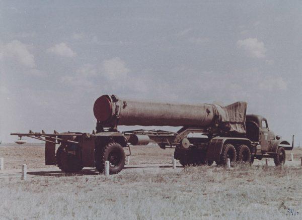 Fragment pocisku R -11 na przyczepie transportowej